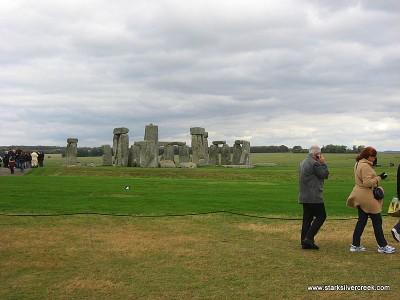 Stonehenge_in_October_2008-12