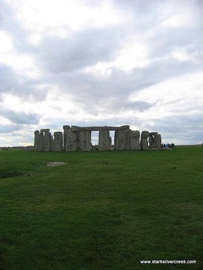 Stonehenge_in_October_2008-16