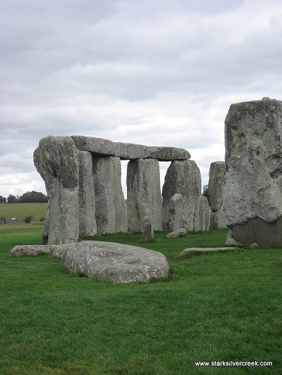 Stonehenge_in_October_2008-8