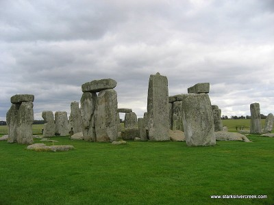 Stonehenge_in_October_2008-9