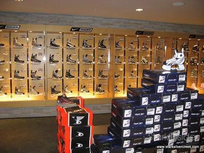 hockey-life-store-ottawa-canada-12-23-2008-10-44-04-am