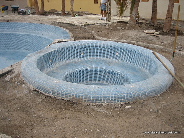 Hot tub on the side of the swimming pool. I wonder how many Loreto Bay homeowners will fit into it. I have a feeling it will be a popular spot.