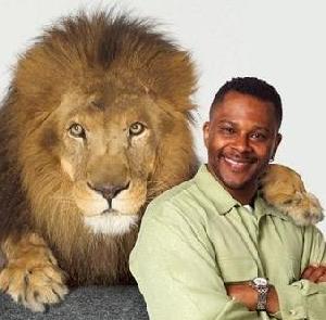 brice_carrington(2007-with-lion-med)