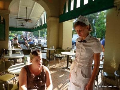Cafe-du-Monde-New-Orleans-14