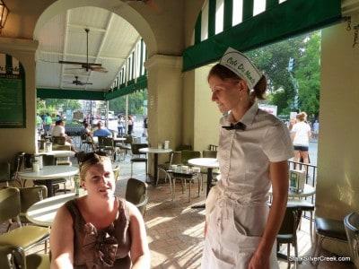 Cafe-du-Monde-New-Orleans-15