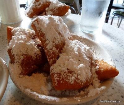 Cafe-du-Monde-New-Orleans-18