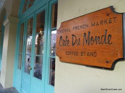 Cafe-du-Monde-New-Orleans-2