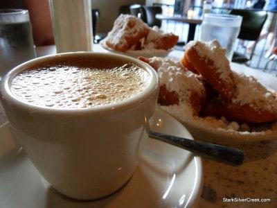 Cafe-du-Monde-New-Orleans-20