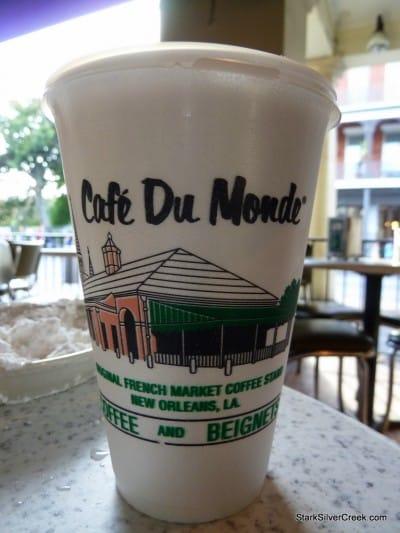 Cafe-du-Monde-New-Orleans-21