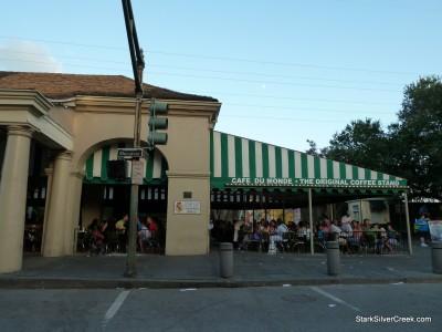 Cafe-du-Monde-New-Orleans-22