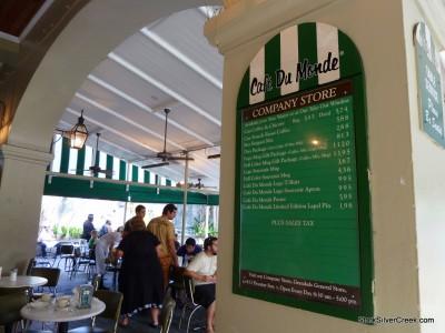 Cafe-du-Monde-New-Orleans-3