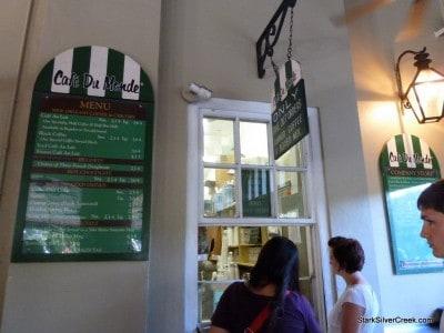 Cafe-du-Monde-New-Orleans-8