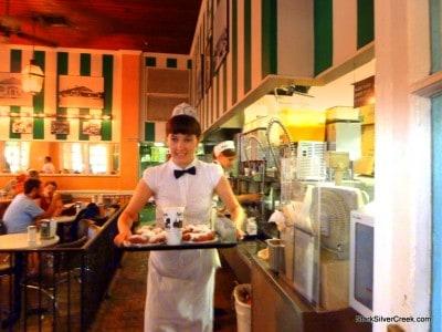 Cafe-du-Monde-New-Orleans-9