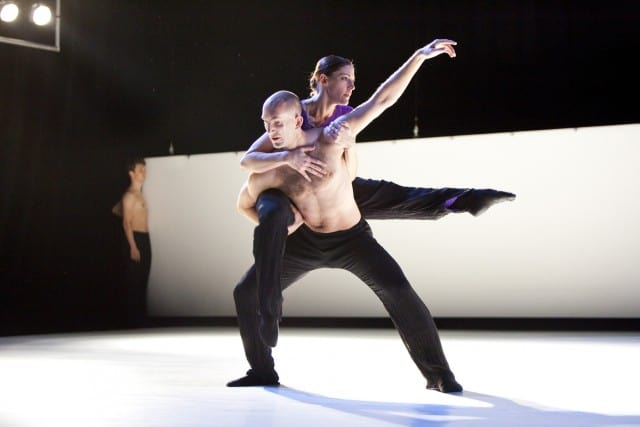 Pictured: Meredith Dincolo and Benjamin Wardell of Hubbard Street Dance Chicago perform Jiří Kylián's 27' 52