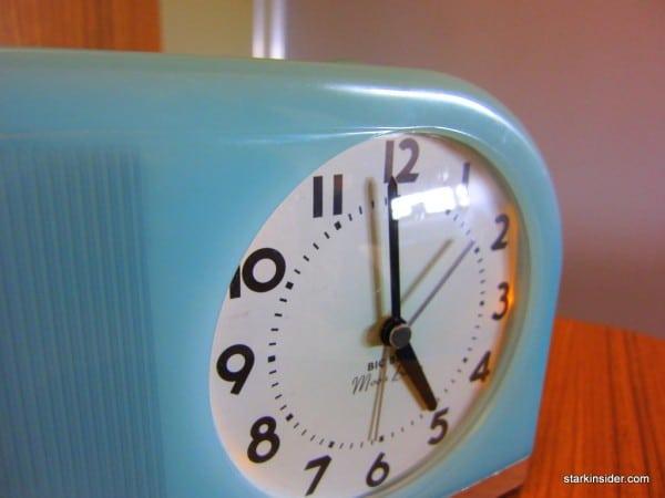 Analog alarm clock