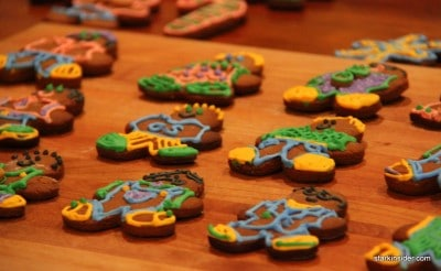 These gingerbread men are all dressed up and ready for a holiday party. Who says gingerbread men are boring?