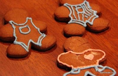 Gingerbread men get dressed!