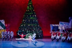 Act I; scene 3 (A Curious Combat) from Dennis Nahat's THE NUTCRACKER.