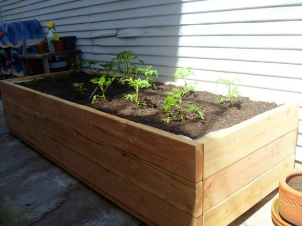 Garden Design with DIY Planter Box Get your veggies on! Stark Insider with Outdoor & Garden Design: Garden Design with DIY Planter Box: Get your ... Aboutintivar.Com