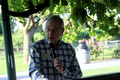 Dan Berger, wine columnist, and the evening's MC.