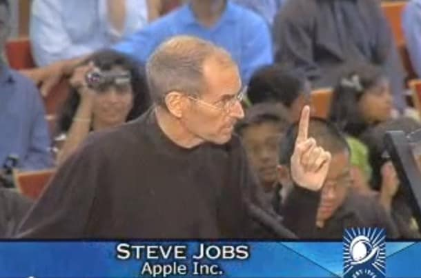 Steve Jobs presents plans for new HQ in Cupertino.