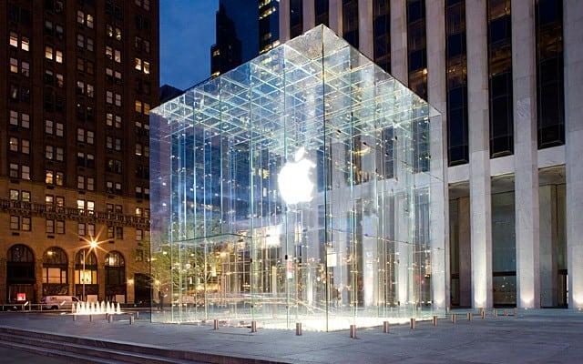 Apple Store, Fifth Avenue, New York.