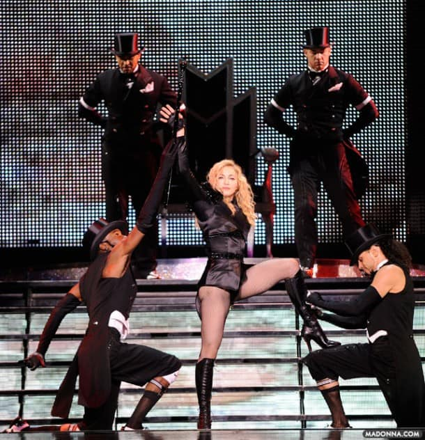 Sticky & Sweet Tour, Opening Night