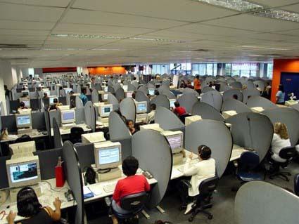 Inside a call center (Photo: vlima.com)