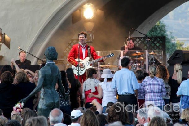 Chris Isaak seduces the Muse