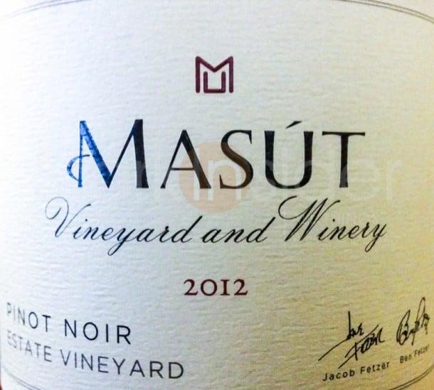 Masut-Pinot-2011-Wine-Review-Label-stark-insider