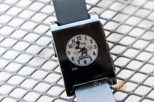 Pebble-Smartwatch-Mickey-Mouse-says-hi-1132