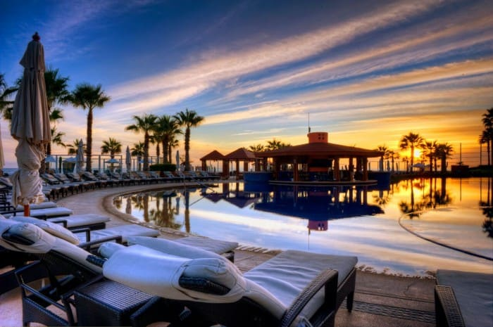 Picture perfect poolside sunset, courtesy Pueblo Boniot