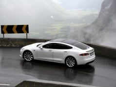 Tesla Model S - self-driving car