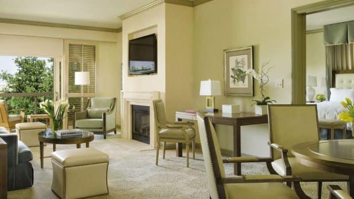 Gracious suites at Four Seasons
