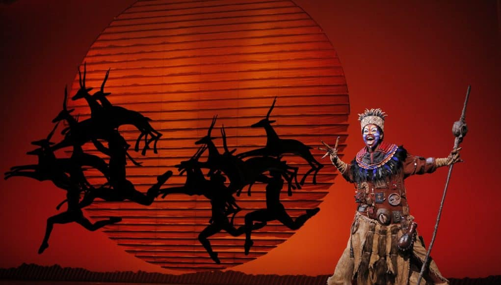 Buyi Zama - The Lion King Video of Rafiki backstage