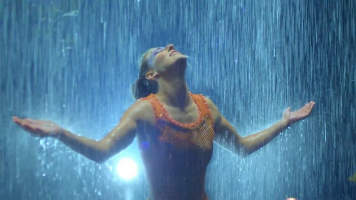 cirque-du-soleil-luzia-video-rain-curtain-effect