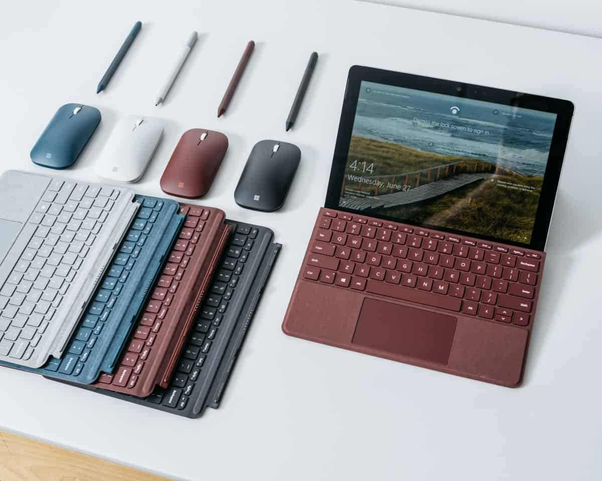 Microsoft-Surface-Go-tablet-vs-Apple-iPa