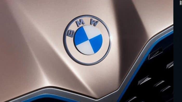 BMW i4 logo on hood