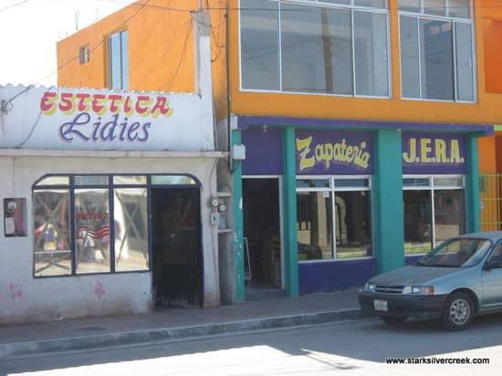 Storefronts-of-Loreto-12